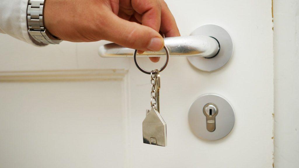 pourquoi vendre sa maison avec une agence immobilière ?